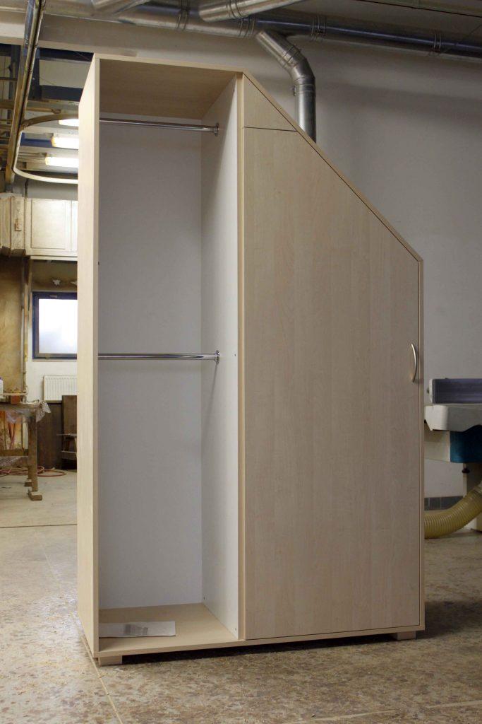 nábytok na mieru sikma stena dvierka otvaranie